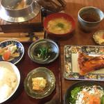 囲炉裏料理わ - 料理写真:鮭カマのランチ(1000円)(2018.12.現在)