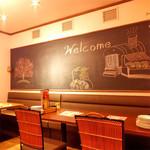 チーズ酵房 Parme - 奥のゆったりとしたスペースには大きな壁いっぱいの黒板が!自由にお使いいただけます