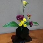 八幸 - 床の間の生け花