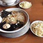 98407925 - 中華そば(煮卵 、温野菜 、背脂 、マー油)全部トッピング