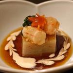 土家 - 蕎麦豆腐 牡丹海老、人参、春菊添え