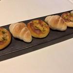 ラ ソスタ - 自家製パン