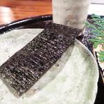 心根 - 鯖寿司を巻く有明産海苔