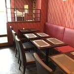 ハッカク - 二人掛けテーブルがずらりと並びますが、高級感があっていいですね♪(2018.12.14)