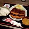矢場とん - 料理写真:「わらじとんかつ定食 (1600円)」
