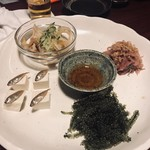 竹富島 - 突き出しかな。アイゴの稚魚のスクガラス豆腐、ミミガー、切り干し大根? 海ぶどう、でした