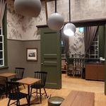 スターバックスコーヒー 道後温泉駅舎店 - 店内2階のテーブル席