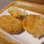 Udon Kyutaro - おかんのコロッケ、さつまいも天、鶏天