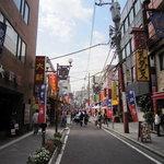 三和楼 - 関帝廟通り。