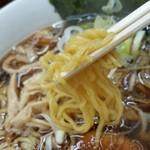 Hokkaidouramenrairaiken - 醤油ラーメン、リフトアップ。