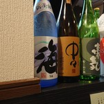 蕎吟 - カウンターに並ぶお酒