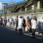 尾花 - 開店前の行列