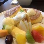 グランカフェF - 料理写真:フルーツ盛り合わせ パンケーキ