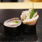 鮨 はしもと - 八戸の〆鯖 大葉と胡麻とガリの巻き