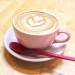 カフェ チョコッティー - FUWAMOKO ART DRINK 4oz CUP(880円 +税)のセットドリンクのカフェラテ