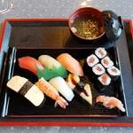 お米屋さんの寿司屋 桜 - 料理写真:にぎり寿司A