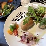 NERORI - 前菜  長崎のカンパチ、赤葡萄とトマト、パテ