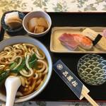 五葉松 - 料理写真:うどん(温)とお鮨のセット