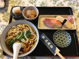 五葉松 - うどん(温)とお鮨のセット