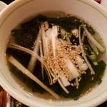 とと屋 餃子 - わかめスープ