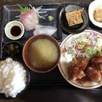 むちゃく - 日替り@850活〆カンパチのお刺身と鶏のペッパー唐揚げ自家製トマトソース