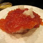 98465578 - 「紅鮭筋子握り」(¥486)
