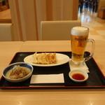 大地食堂 - 料理写真:しらすおろし、焼き餃子、サントリー ザ・プレミアム・モルツ中ジョッキ