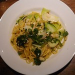 98471874 - 小柱と青梗菜のペペロンチーノ