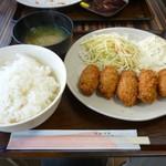 まんぷくキッチン - カキフライ定食ご飯大盛り