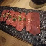 ホルモン焼肉 肉の大山 - 低温調理レバ刺し 1,058円
