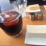 98476025 - ホワイトチョコ チーズケーキとアイスコーヒー