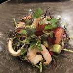 98479112 - 無農薬栽培野菜と魚介のサラダ