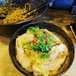 炭火焼き鳥 楽 - 鶏ハム丼
