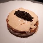 98486381 - 毛蟹 ずわい蟹 トマト アメリケーヌのエスプーマ キャビアを添えて
