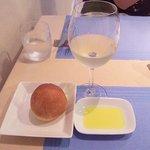 9849194 - パンと白ワイン