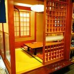 寿司・創作和食 剣寿司 - 畳のお座敷。落ち着いて会食を楽しめる個室も充実。