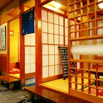 寿司・創作和食 剣寿司 - 入口入って左側には二部屋の個室も。東京は足立区入谷のお寿司屋さん。竹ノ塚駅からバスで20分位