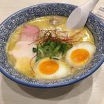 麵屋カモメ亭 - 濃厚鶏白湯ラーメン