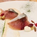 98493638 - 八幡浜産の美しい真鯖!                       つきまるくんというレモンとライム掛け合わせたもので鯖はマリネしてあるそう。脂の乗った真鯖に爽やかな酸味がよく合います。