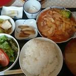 星野屋 - ランチプレートB720円(挽肉と野菜のトマトソース煮)