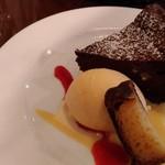 98494647 - デザート『ガトーショコラ』 中は生チョコのような触感。  全体的にボリューム満点ですが、こちらは思ったより軽い食感です。