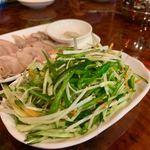馬記 蒙古肉餅 - 野菜とネギ唐辛子和え 680円