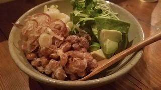 とっくりの木 - 発酵キャベツとアボカド納豆