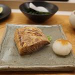 鮨おばな - 巨大なブリ焼き物