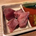 鉄板食道 飯蔵 - 「マグロぶつ」200円也。