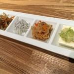 鉄板食道 飯蔵 - 「惣菜4点盛」200円也。