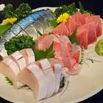ちょうろく - 料理写真:〆鯖、寒ブリ、金目鯛、中トロ