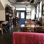 ノラリ&クラリ - 店内、奥から入り口側の風景(2018.12.16)