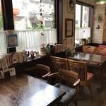 ノラリ&クラリ - 窓側のテーブル席(2018.12.16)