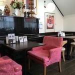 ノラリ&クラリ - こちらは、2人掛けのテーブル席(2018.12.16)